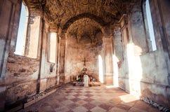Ruïnes van Katholieke Veronderstellingskerk naast overblijfselen van Chervonohorod-Kasteel in de Oekraïne Royalty-vrije Stock Foto's