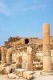 Ruïnes van kolommen in oude stad van Ephesus Royalty-vrije Stock Afbeeldingen