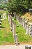 Ruïnes van kolommen in oude stad van Ephesus Royalty-vrije Stock Foto's