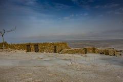 Ruïnes van masada en de woestijn van judea stock foto