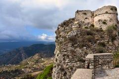 Ruïnes van middeleeuws fort in Gerace royalty-vrije stock foto's