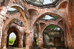 Ruïnes van Moskee op het eiland van Kilwa Kisiwani, Tanzania royalty-vrije stock fotografie