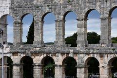 Ruïnes van oud amfitheater in Pula Kroatië stock afbeeldingen