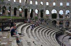 Ruïnes van oud amfitheater in Pula Kroatië stock foto