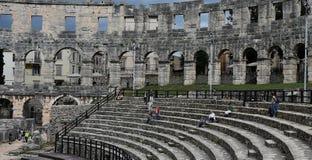 Ruïnes van oud amfitheater in Pula Kroatië stock fotografie