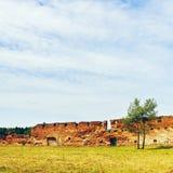 Ruïnes van oud kasteel Stock Afbeeldingen