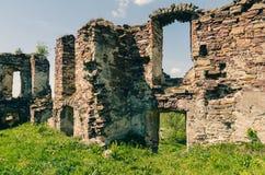 Ruïnes van oud kasteel in de West-Oekraïne Stock Foto
