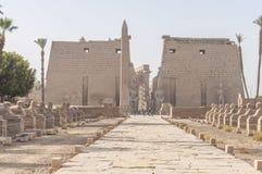 Ruïnes van oude Egyptische tempel Stock Afbeeldingen