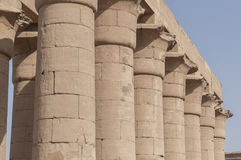 Ruïnes van oude Egyptische tempel Stock Afbeelding