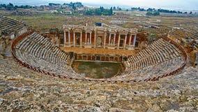 Ruïnes van oude Grieks-Romein amphitheatre in Myra, oude naam - Demre, Turkije Myra is een antieke stad in Lycia waar stock foto