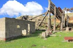 Ruïnes van oude mijnbouwstructuren Royalty-vrije Stock Afbeeldingen