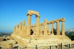 Ruïnes van oude tempel in vallei van goden Agrigento Stock Foto's