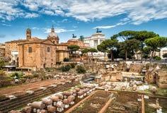 Ruïnes van Roman Forum in de zomer, Rome Royalty-vrije Stock Afbeeldingen