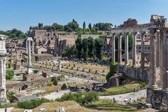 Ruïnes van Roman Forum in stad van Rome, Italië Stock Foto's