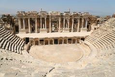 Ruïnes van Roman theater in Turkije Stock Afbeeldingen