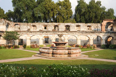 Ruïnes van Santa Clara-klooster bij Antigua Stock Foto