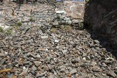 Ruïnes van steenmuur dichtbij oude molen, Rockville, Connecticut Stock Foto's