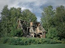Ruïnes van verlaten landelijk huis royalty-vrije stock foto