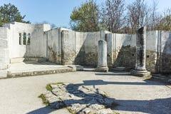 Ruïnes van vroeg 10de eeuw om Kerk van St John dichtbij de hoofdstad van het Eerste Bulgaarse Imperium Grote Preslav Royalty-vrije Stock Afbeelding