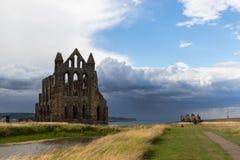 Ruïnes van Whitby Abbey, een zevende-eeuw Christelijk klooster Inspiratie voor het verhaal Dracula van Bram Stoker ` s stock foto