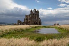 Ruïnes van Whitby Abbey, een zevende-eeuw Christelijk klooster Inspiratie voor het verhaal Dracula van Bram Stoker ` s royalty-vrije stock afbeelding