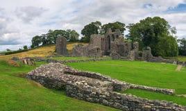 Ru?nas da abadia da polegada em Irlanda do Norte fotos de stock