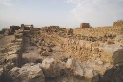 Ru?nas da fortaleza Masada, Israel Vista das construções de pedra envelhecidas construídas no plateua da montanha Construção de p fotografia de stock royalty free