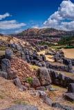 Ru?nas de Sacsayhuaman em Cusco, Peru Um complexo monumental das construções de pedra feitas por Incas imagem de stock