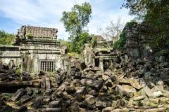 Ru?nas do templo antigo de Beng Mealea sobre a selva, Cambodia imagem de stock royalty free