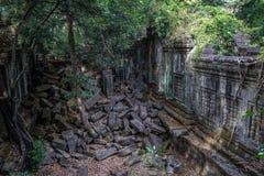 Ru?nas do templo antigo de Beng Mealea sobre a selva, Cambodia fotos de stock royalty free