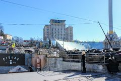 Ru?ne, barricades van banden en ander vuilnis op het de Onafhankelijkheidsvierkant van Maidan Nezalezhnosti tijdens The Times van stock afbeelding