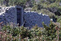 Ru?nes van een oud steengebouw stock foto's