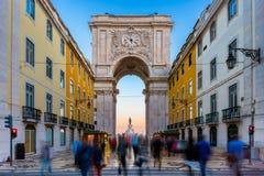 Rua奥古斯塔曲拱在日落附近的里斯本葡萄牙 免版税库存照片