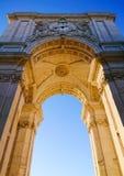 Rua奥古斯塔曲拱在Praca做Comercio,里斯本,葡萄牙 免版税库存照片
