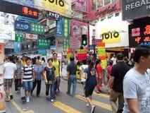 Rua aglomerada de Mongkok Fotografia de Stock Royalty Free