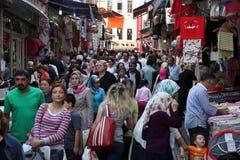Rua aglomerada em Istambul Fotos de Stock