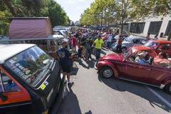 Rua aglomerada no 2ó encontro dos clássicos de Volkswagen Fotografia de Stock