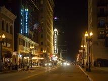Rua alegre, Knoxville, Tennessee, Estados Unidos da América: [Vida noturna no centro de Knoxville] imagem de stock royalty free