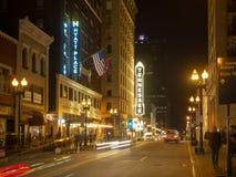 Rua alegre, Knoxville, Tennessee, Estados Unidos da América: [Vida noturna no centro de Knoxville] fotos de stock royalty free