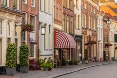 Rua antiga da compra no centro histórico do ci holandês Fotografia de Stock