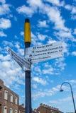 A rua assina dentro Dordrecht, os Países Baixos Imagem de Stock