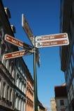 A rua assina dentro Praga Imagens de Stock