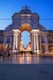 Rua Augusta Arch en la oscuridad en Lisboa Foto de archivo libre de regalías