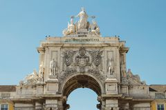 Rua Augusta Arch, Lisbona, Portogallo ha fotografato da punto basso Fotografia Stock Libera da Diritti