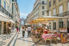 Rua Augusta in een de zomermiddag, Lissabon, Portugal stock foto