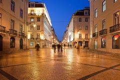 Rua Augusta Street nachts in Lissabon Stockfotos