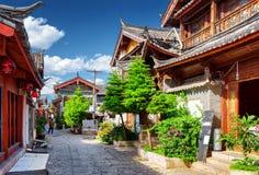 Rua cênico na cidade velha de Lijiang, província de Yunnan, China fotos de stock
