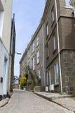 Rua córnico estreita, Cornualha, Reino Unido imagem de stock