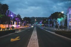 A rua central de Haifa e da vizinhança alemão da colônia é o melhor lugar para as caminhadas da noite, Israel vista do Bahai imagem de stock