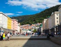 A rua central em Bergen imagens de stock